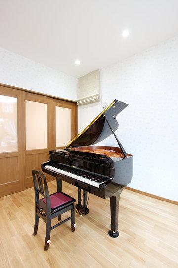 ピアノの音色が聴こえるスキップフロアのある家
